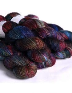 hedgehog-fibres-hedgehog-fibres-merino-aran-malice