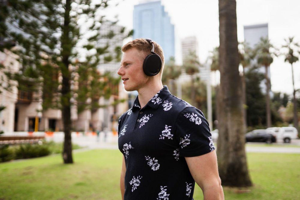 Ear Responsible Earphones in Public