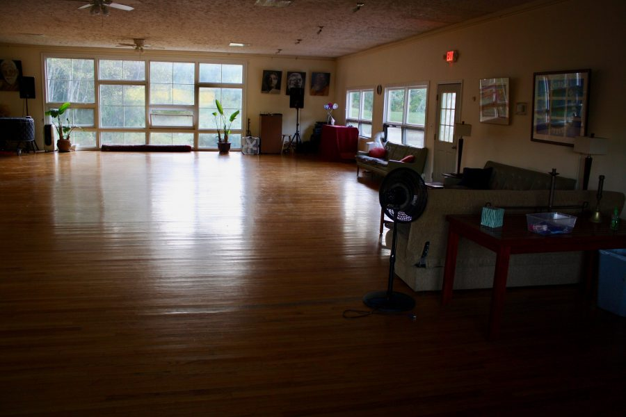 NEMFKR 2019 - Easton Mountain Main Lodge Room Empty 1