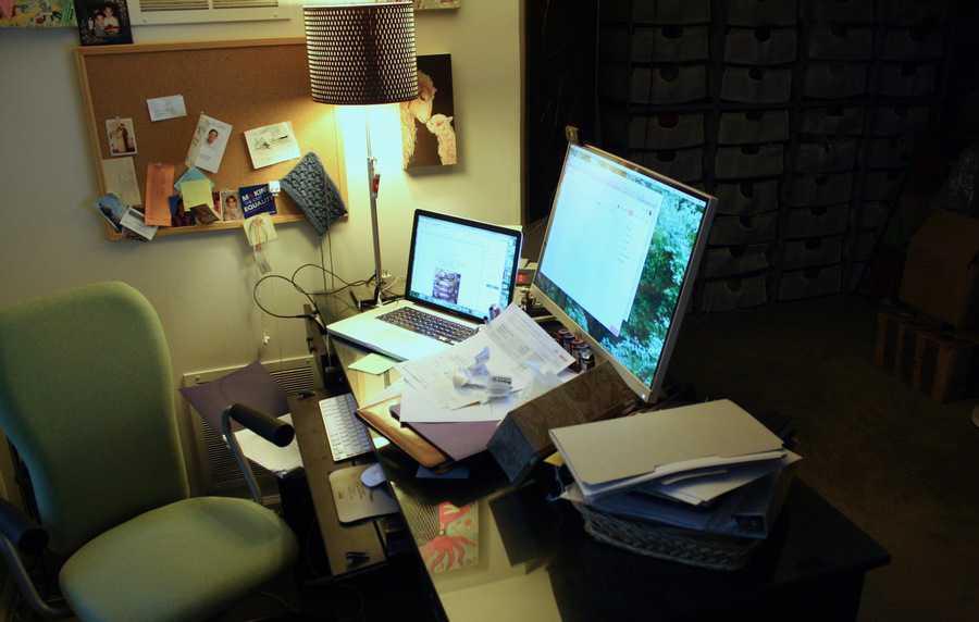 Desk 08-08-17